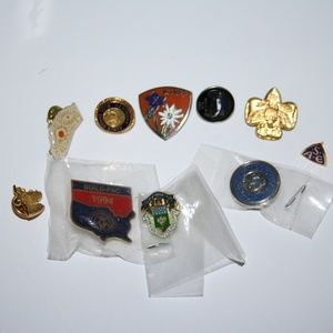Vintage lot of 10 pins